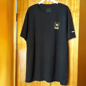Expertbrand.com US Army Star scoop Neck T-shirt